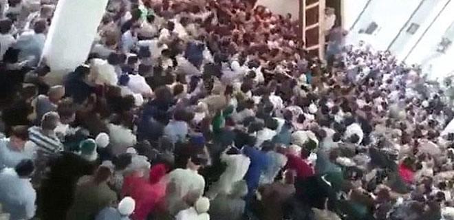 Camide 'Rekat' Kavgası!